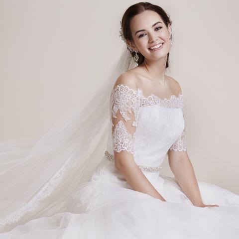bcba1eb262 LILLY Menyasszonyi ruhák a kifinomult eleganciát kedvelők számára